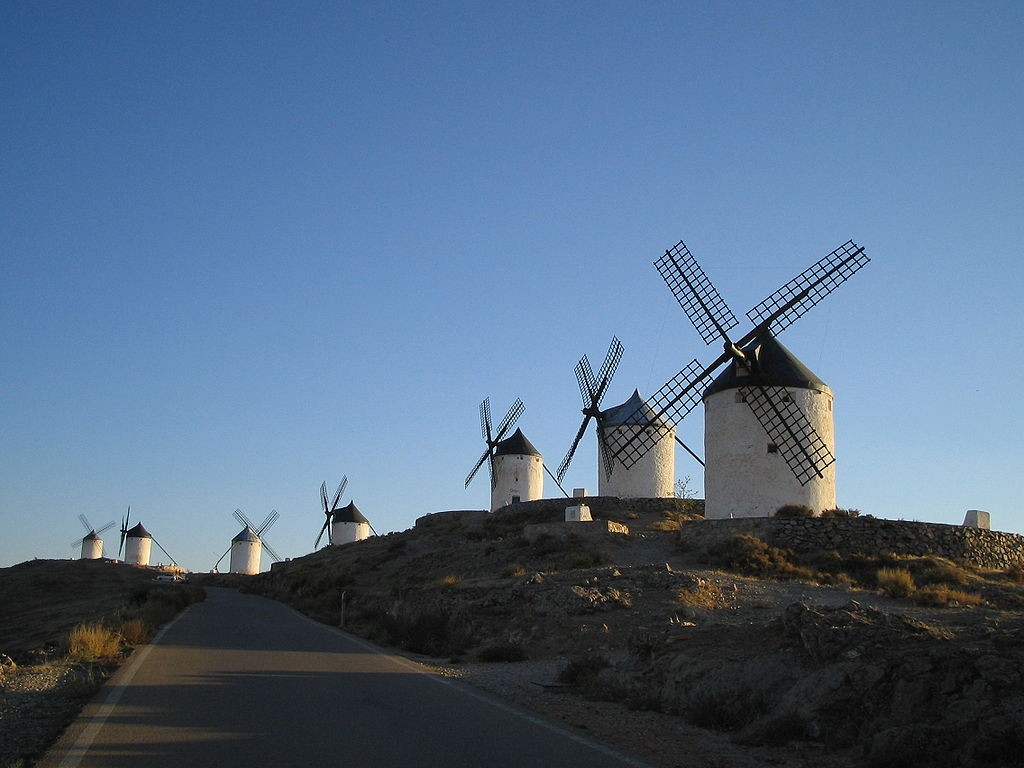windmills in La Mancha, Spain | ©Pavlemadrid / Wikimedia Commons