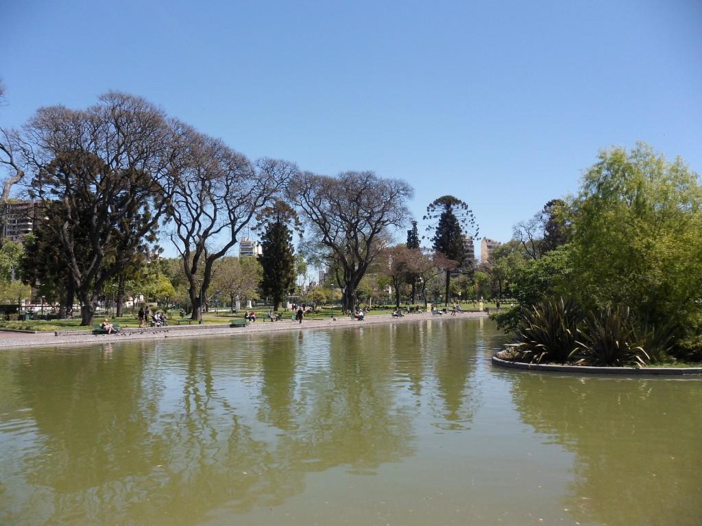 Vista del lago, Parque Centenario | © Pablo Flores/Flickr