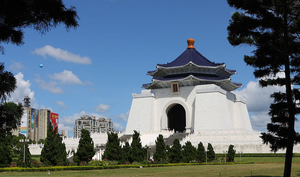 Grab a quiet moment in Chiang Kai-shek Memorial Hall Park | © AngMoKio
