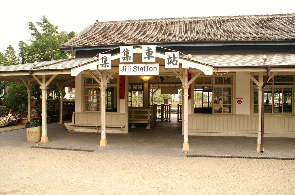 Historic Jiji Station on the Green Tunnel route |© Takoradee / Wikipedia