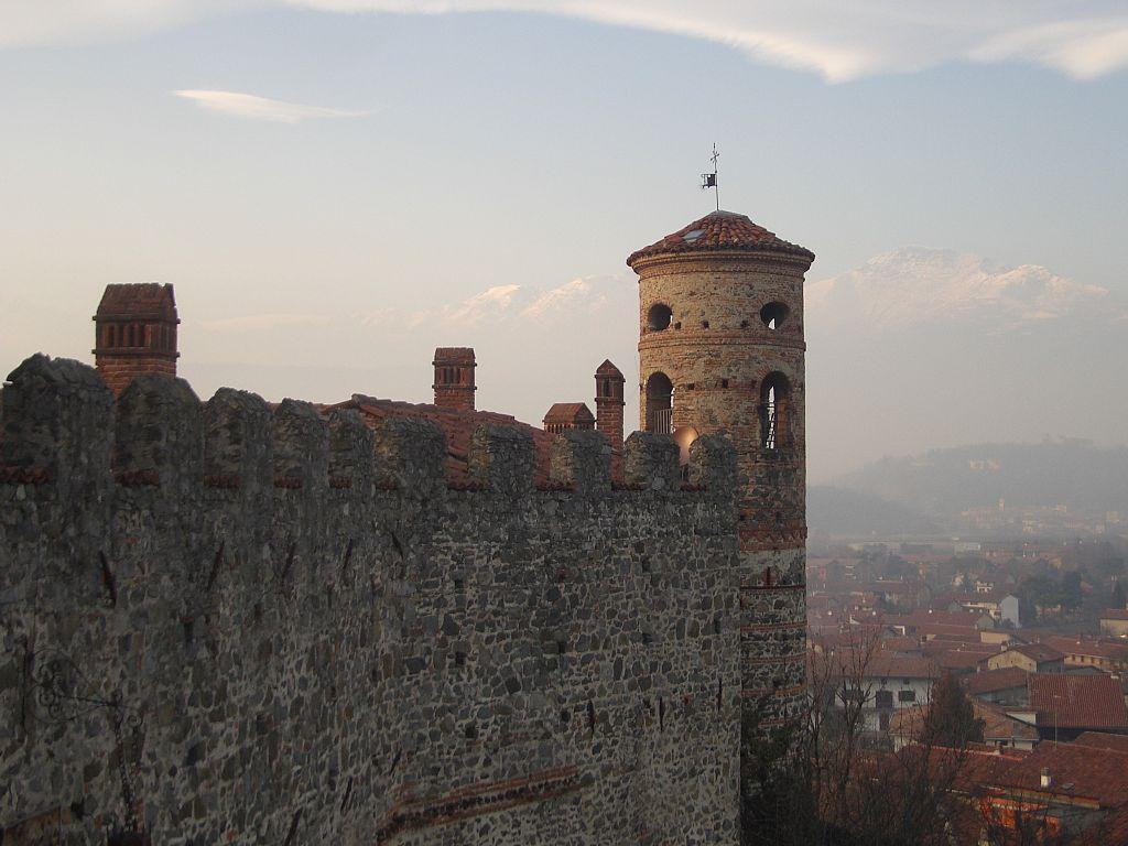 Castello Di Pavone │© Laurom/ WikiCommons