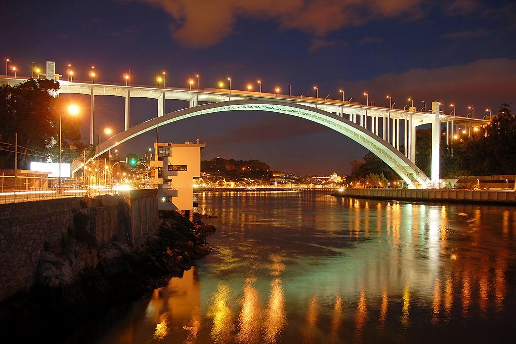 Ponte da Arrábida © António Amen / Wikimedia Commons