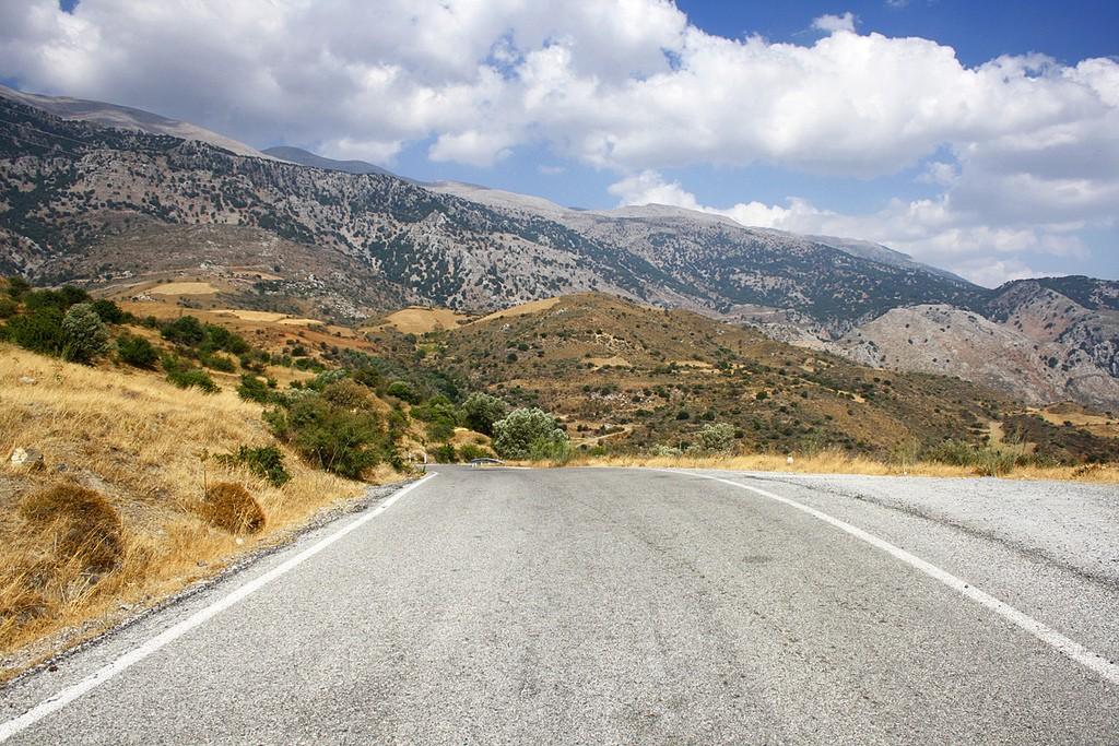 Somewhere in the mountains near the village of Fourfouras in Crete │© Miguel Virkkunen Carvalho/Flickr