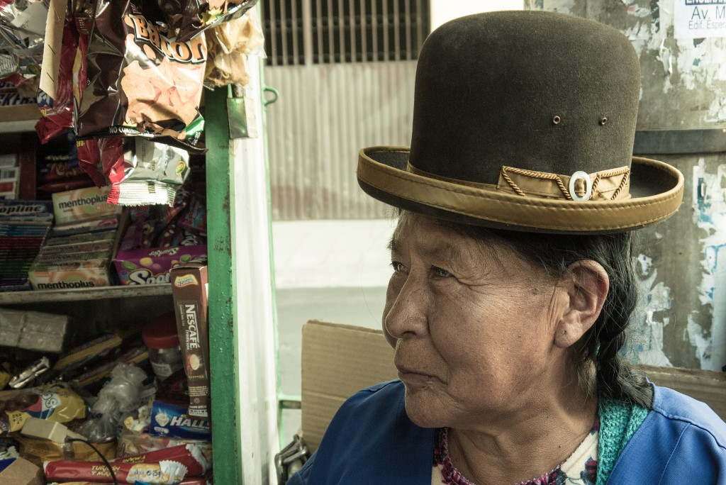A Bolivian Cholita in Derby hat | © Eneas De Troya/Flickr