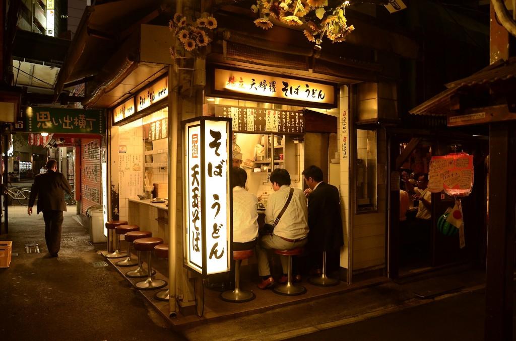 Night restaurant in Omoide Yokocho, Shinjuku | ©Stephen Kelly / Flickr