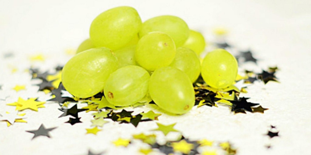 Eat 12 grapes for good luck on New Year's / Wikimedia