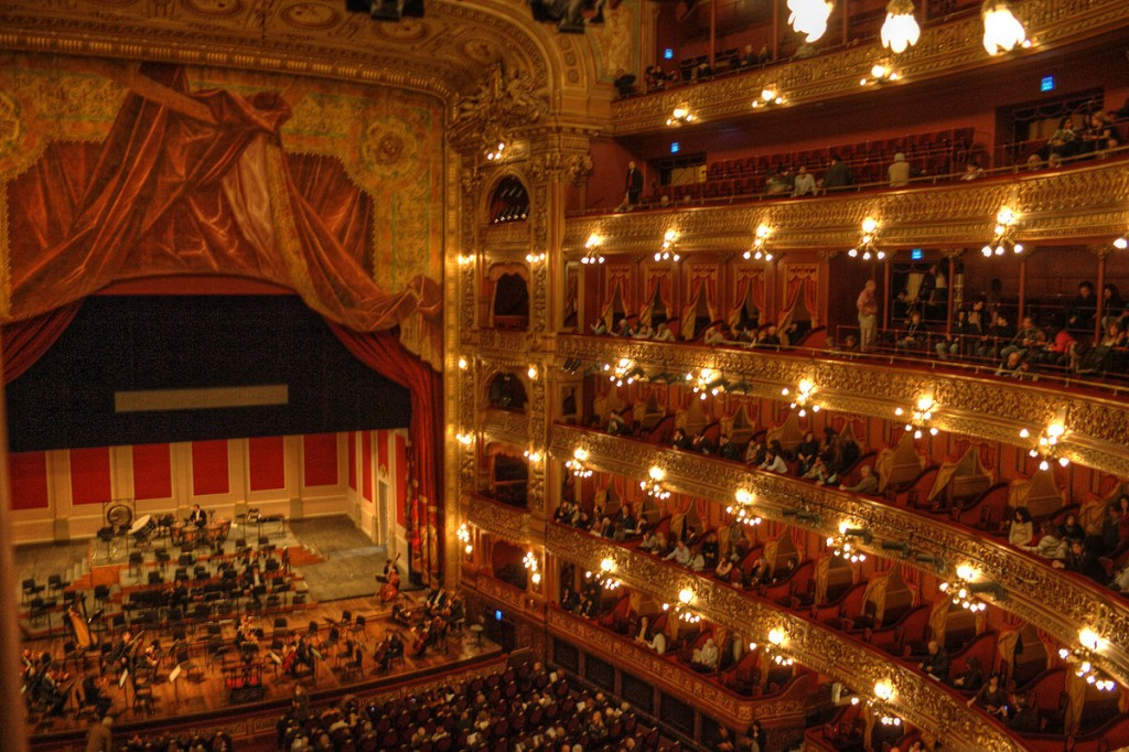 Concert hall and stage, Teatro Colón, Buenos Aires | © HalloweenHJB/WikiMedia
