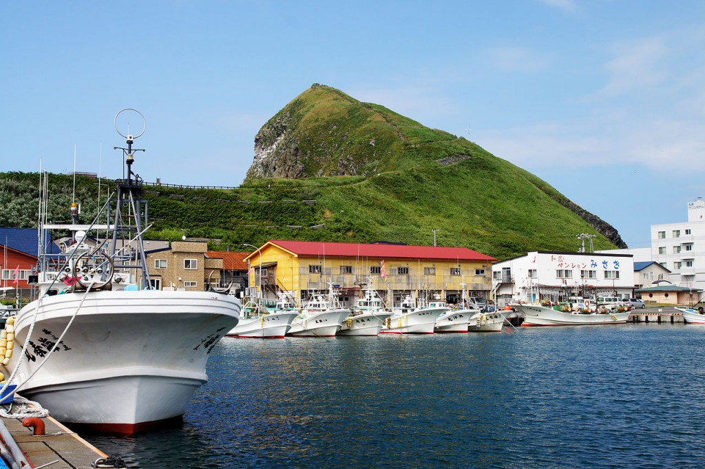 Oshidomari Port in Rishiri Island, Hokkaido, Japan. | ©663highland / Wikimedia Commons