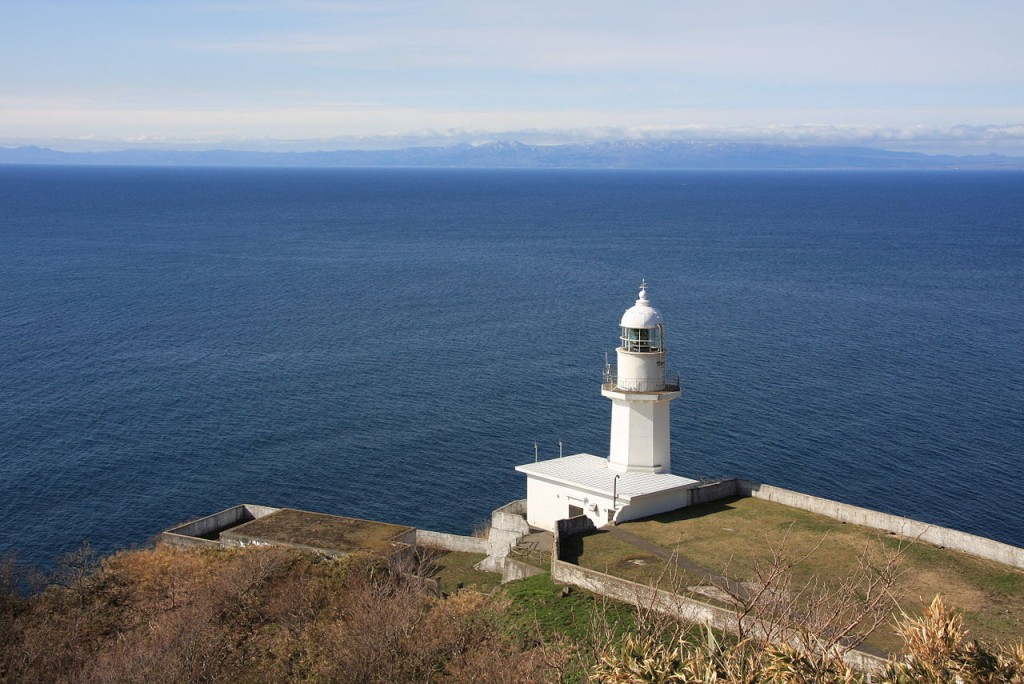 地球岬灯台 室蘭市 (Cape Chikyu Lighthouse, Muroran City) | © Highten31 / Wikimedia Commons