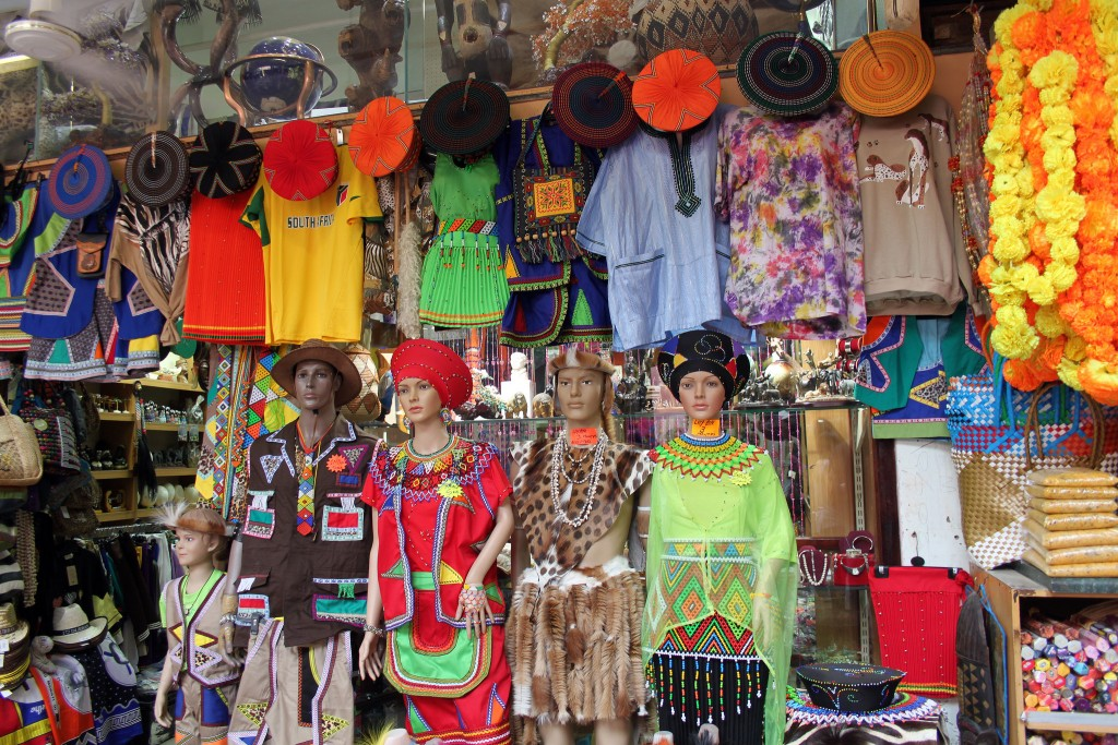 Traditional clothing at Victoria Street Market in Durban|© flowcomm/flikr