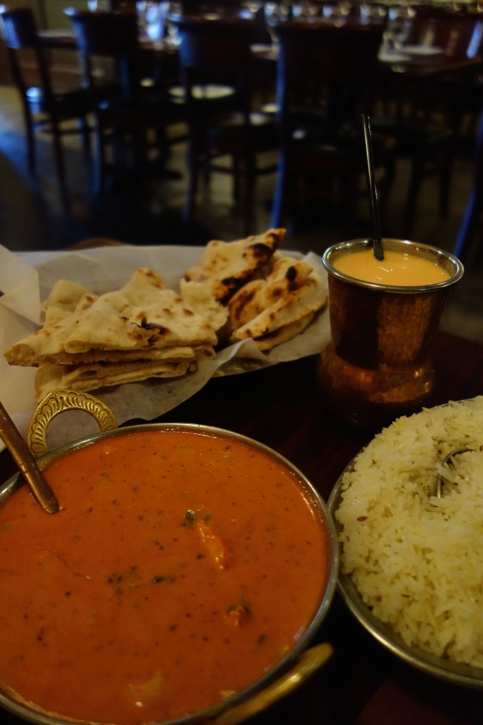 Best butter chicken and garlic naan|© kennejima / Flikr