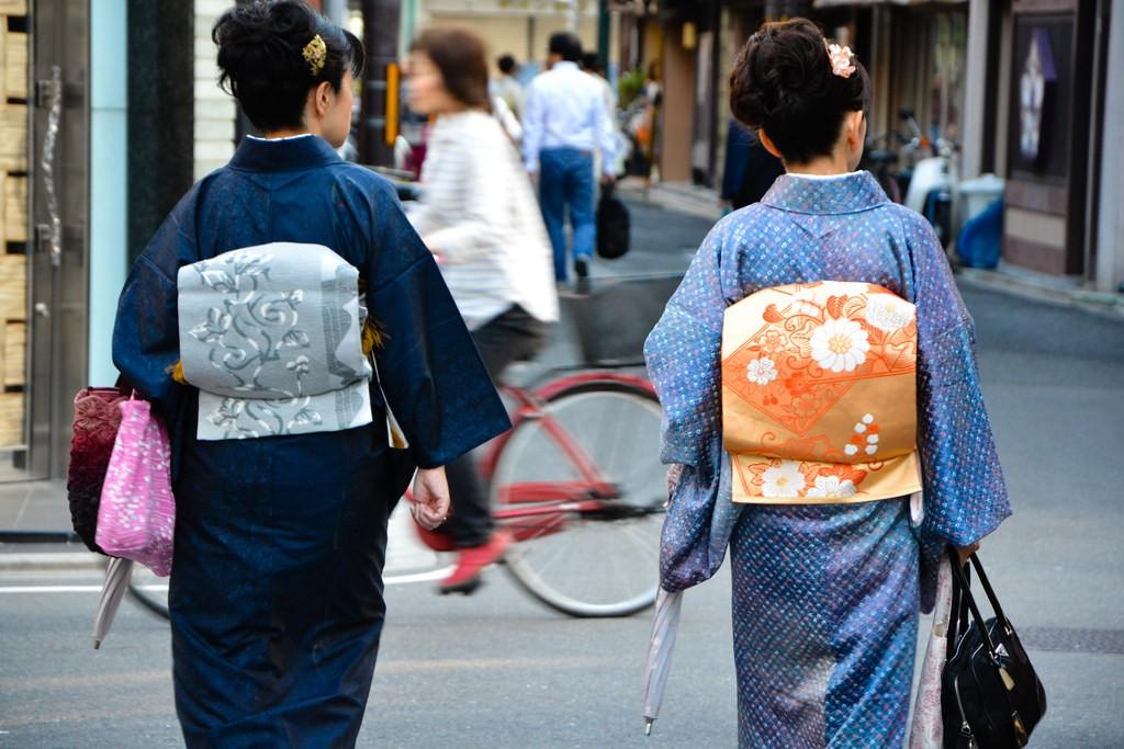 Women in kimono   © 2benny/Flickr