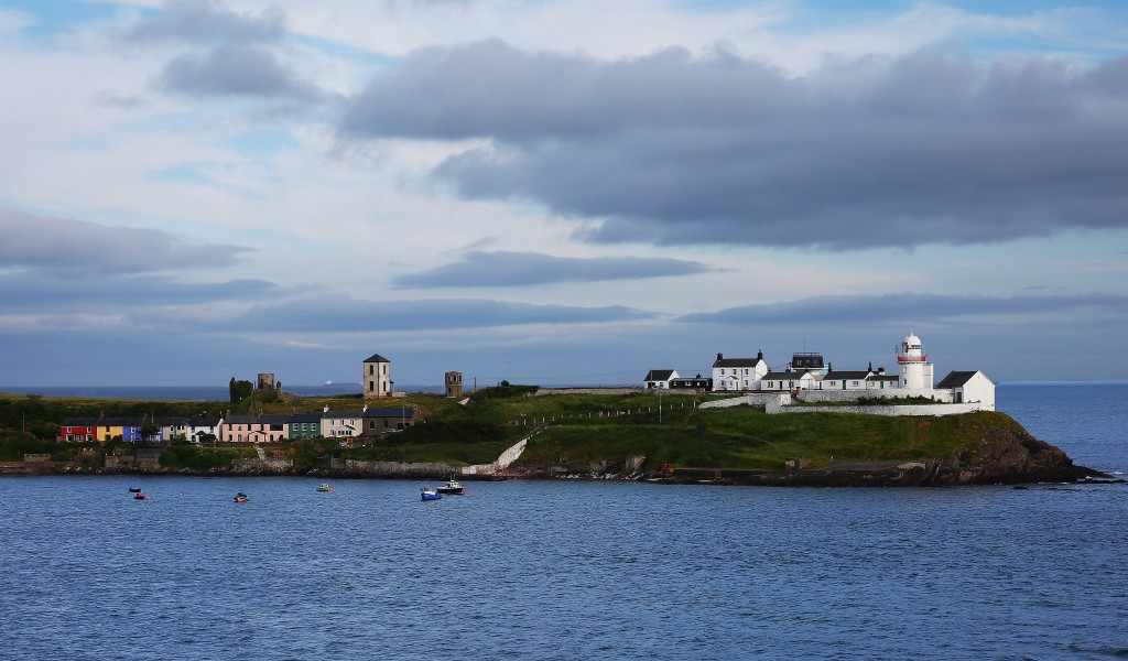 Roches Point Lighthouse   © Rennett Stowe/Flickr