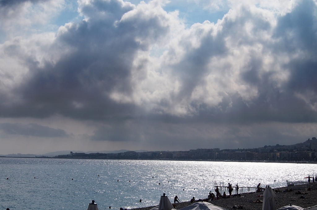 On a clear day, you can see along the entire length of the Promenade des Anglais | © Mike Fleming/flickr