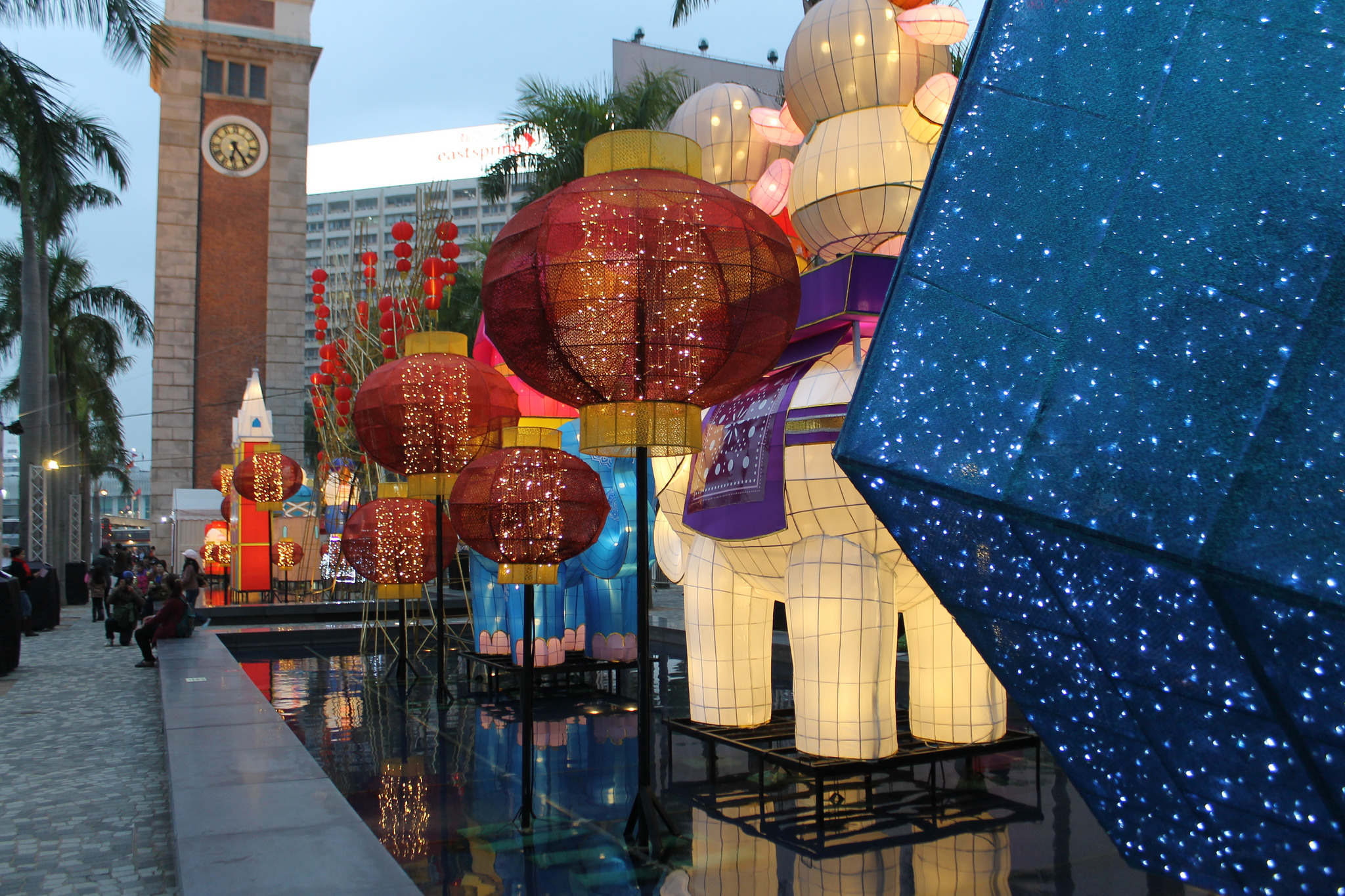 Chinese New Year lantern display at the Cultural Centre Piazza | © Ian Glen/Flickr