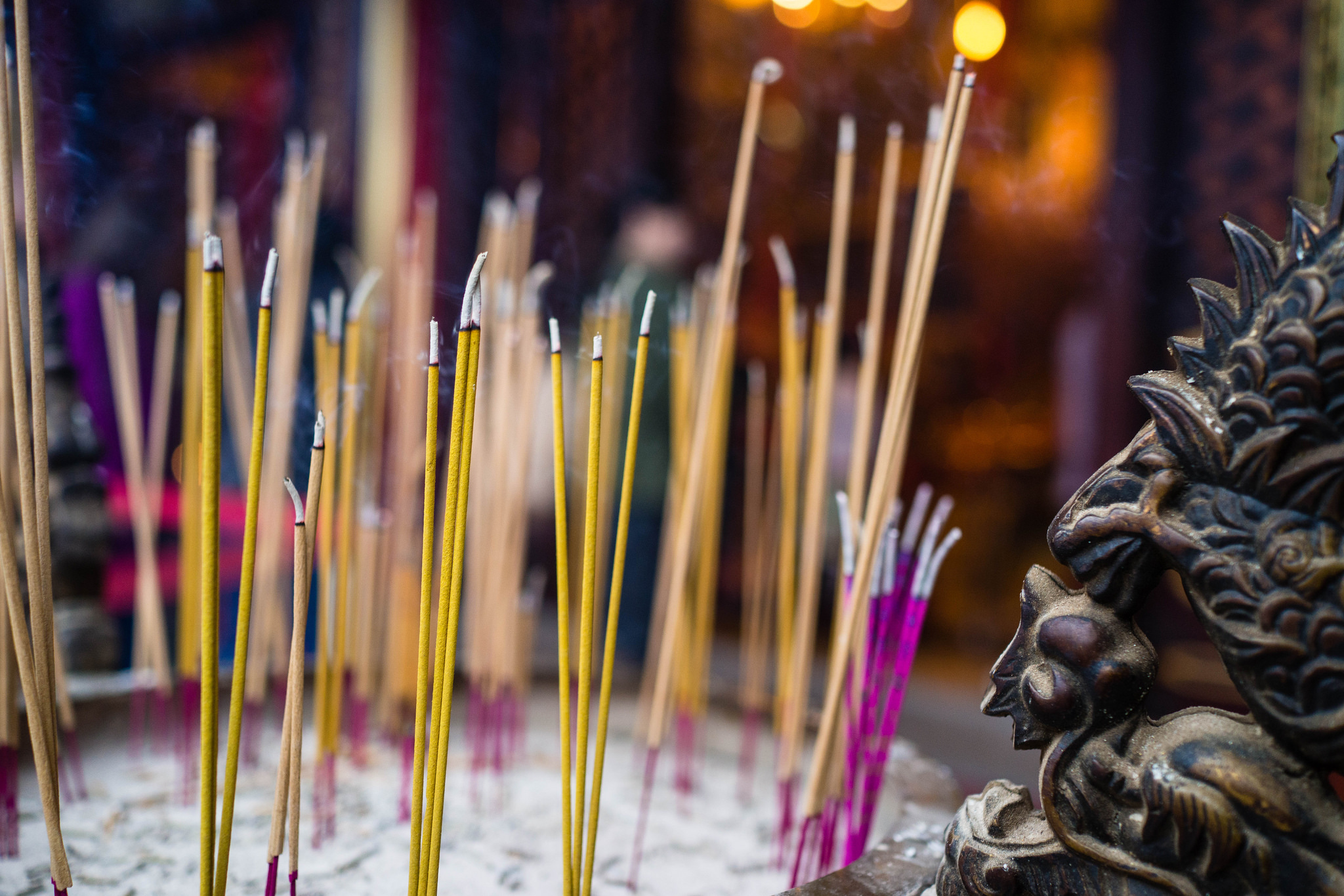 Burning incense | © Warren R.M. Stuart/Flickr
