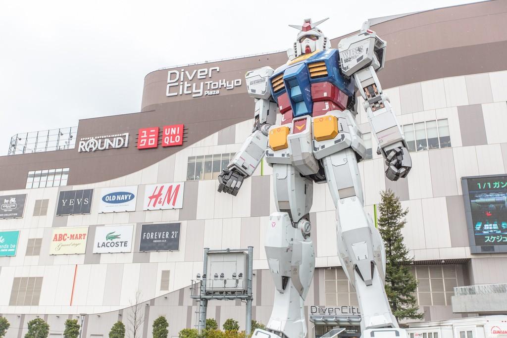 Gundam outside Diver City Odaiba   © IQRemix / Flickr