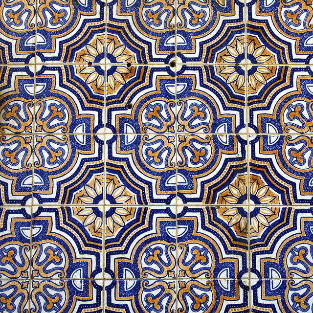 A brief history of portugal 39 s beautiful azulejo tiles for Azulejos on line