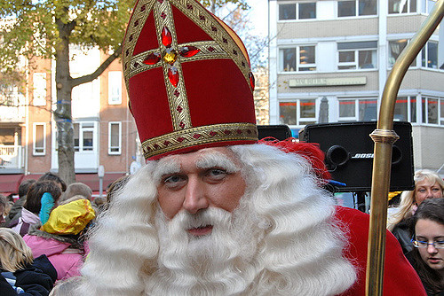 St. Nicholas out on the streets   ©FaceMePLS / Flickr