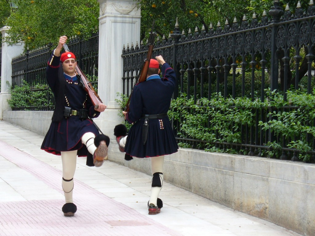 Evzones marching   © Leandro Neumann Ciuffo/Flickr