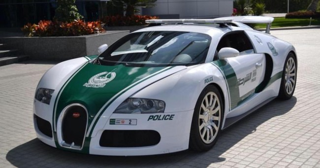 "Bugatti Veyron Dubai police car   ©Moto ""Club4AG"" Miwa / Flickr http://bit.ly/2kie75x"