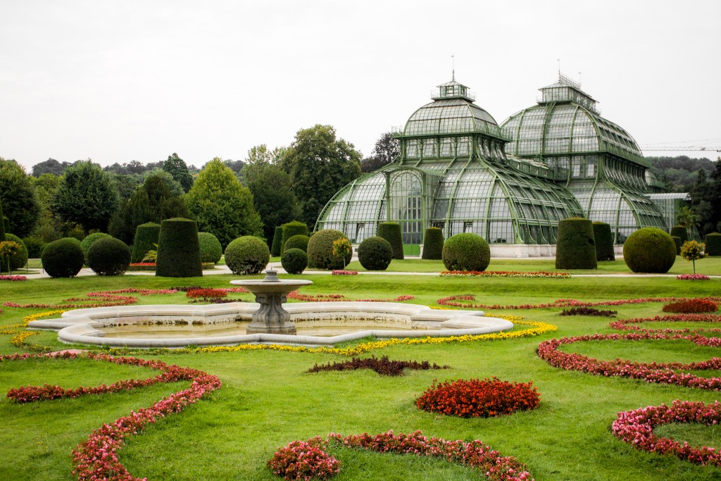 The Palm House in the English Garden of Schonbrunn   © Shadowgate / Flickr