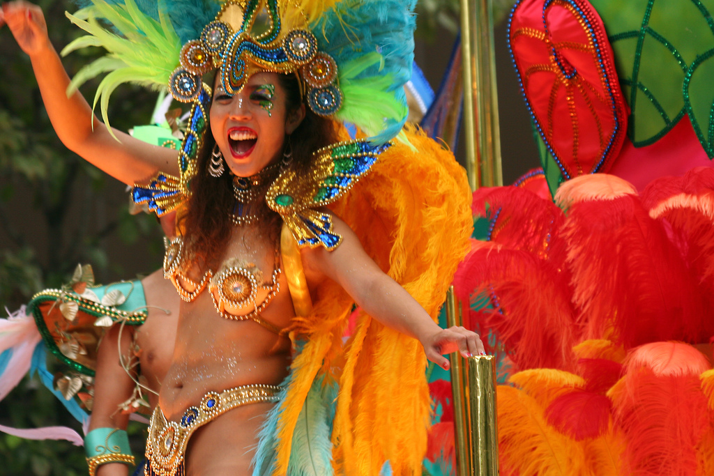 A colourful samba dancer | © OiMax