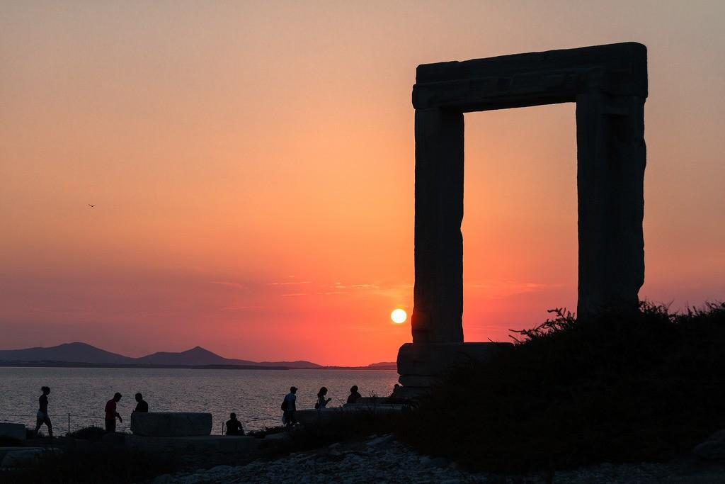 Sunset at Portara Monument, Naxos | © TimOve/Flickr