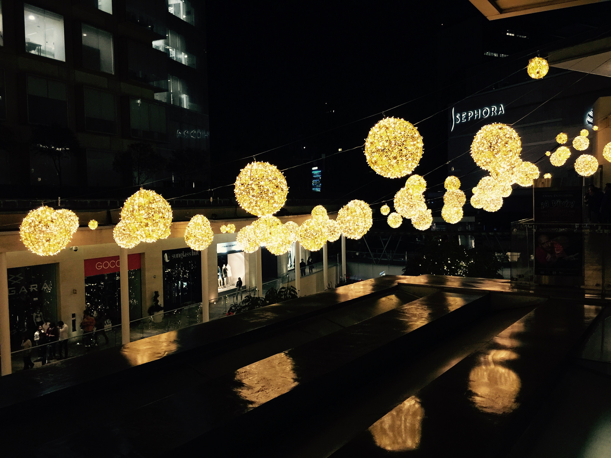 The swanky Antara Fashion Hall by night | © Daniel García Alvarado/Flickr