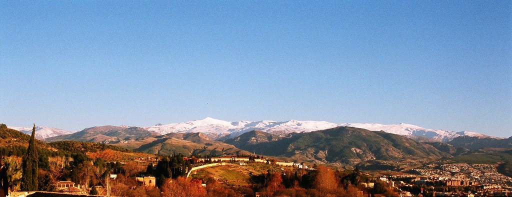 The countryside around Granada is perfect for trekking and mountain biking | © Marcelo Dondo / flickr