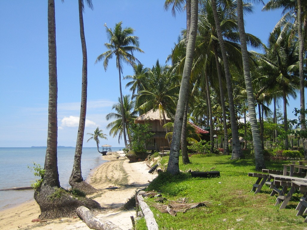 You can choose between two different beach experiences on Bintan Island   © jrwebbe/Flickr