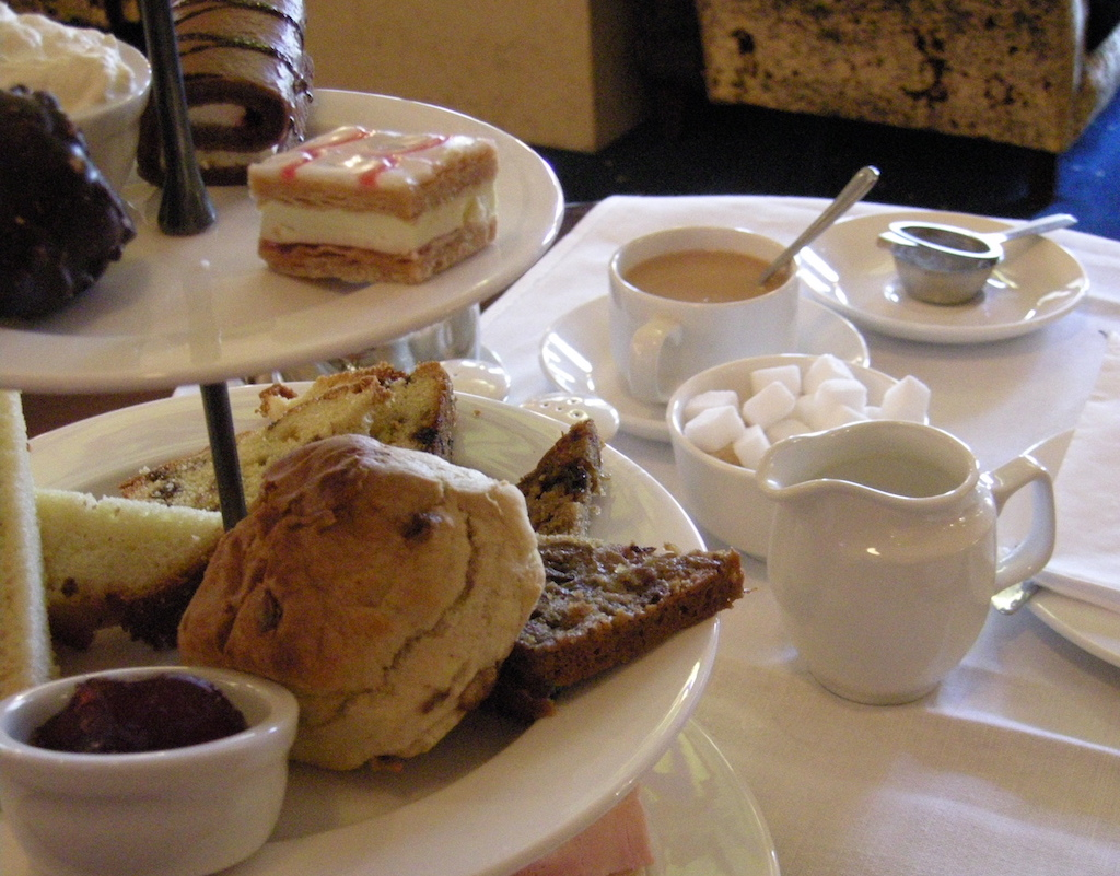 Afternoon tea at The Gresham Hotel | © Irish Fireside/Flickr