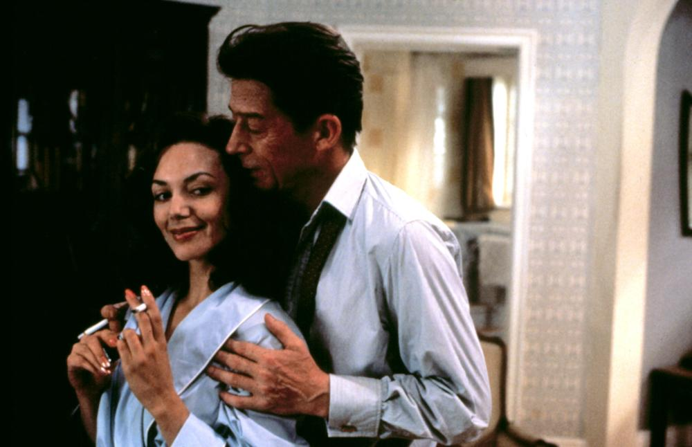 SCANDAL, Joanne Whalley, John Hurt, 1989