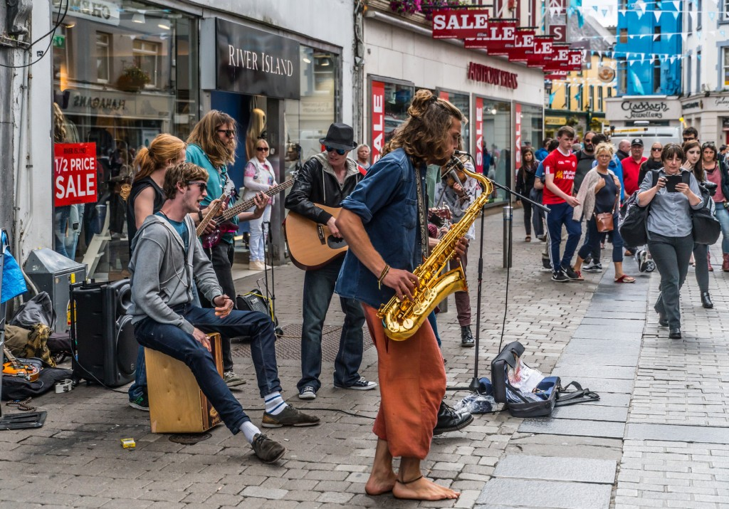 Street entertainers in Galway | © William Murphy/Flickr