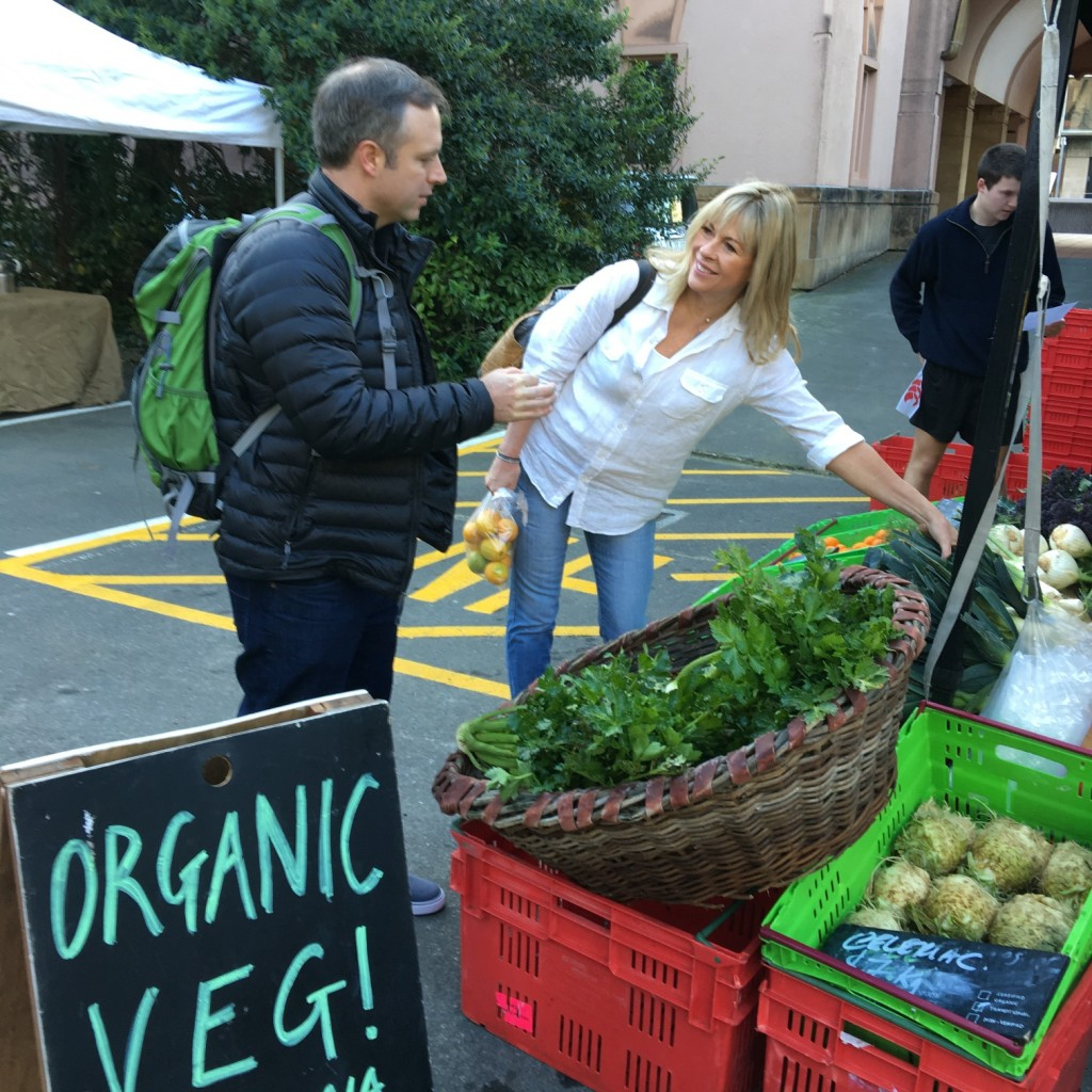Quick stop at the Thorndon Farmers Market | © US Embassy/Flickr