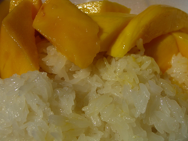 Mango and sticky rice can be found on the menu in Khmer restaurants | © Eric Molina/Flickr