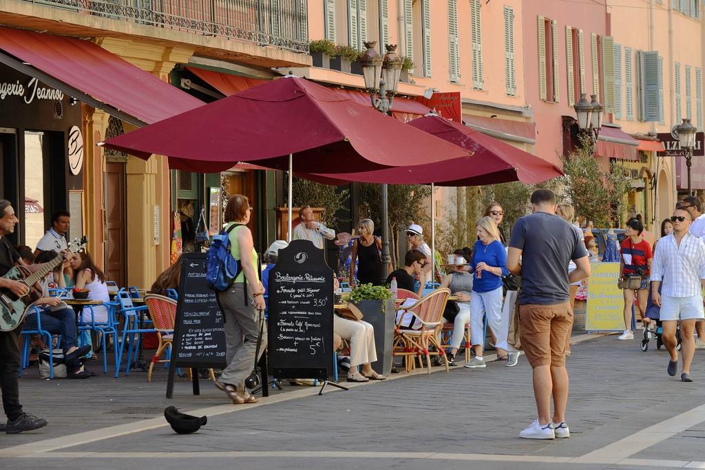 rue Saint-François de Paule is home to lots of lovely cafes but notably the Maison Auer | © Harvey Barrison/flickr