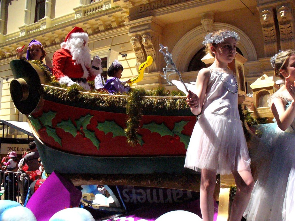 Santa Claus Christmas Parade, Lambton Quay | © Velvet Android/Flickr