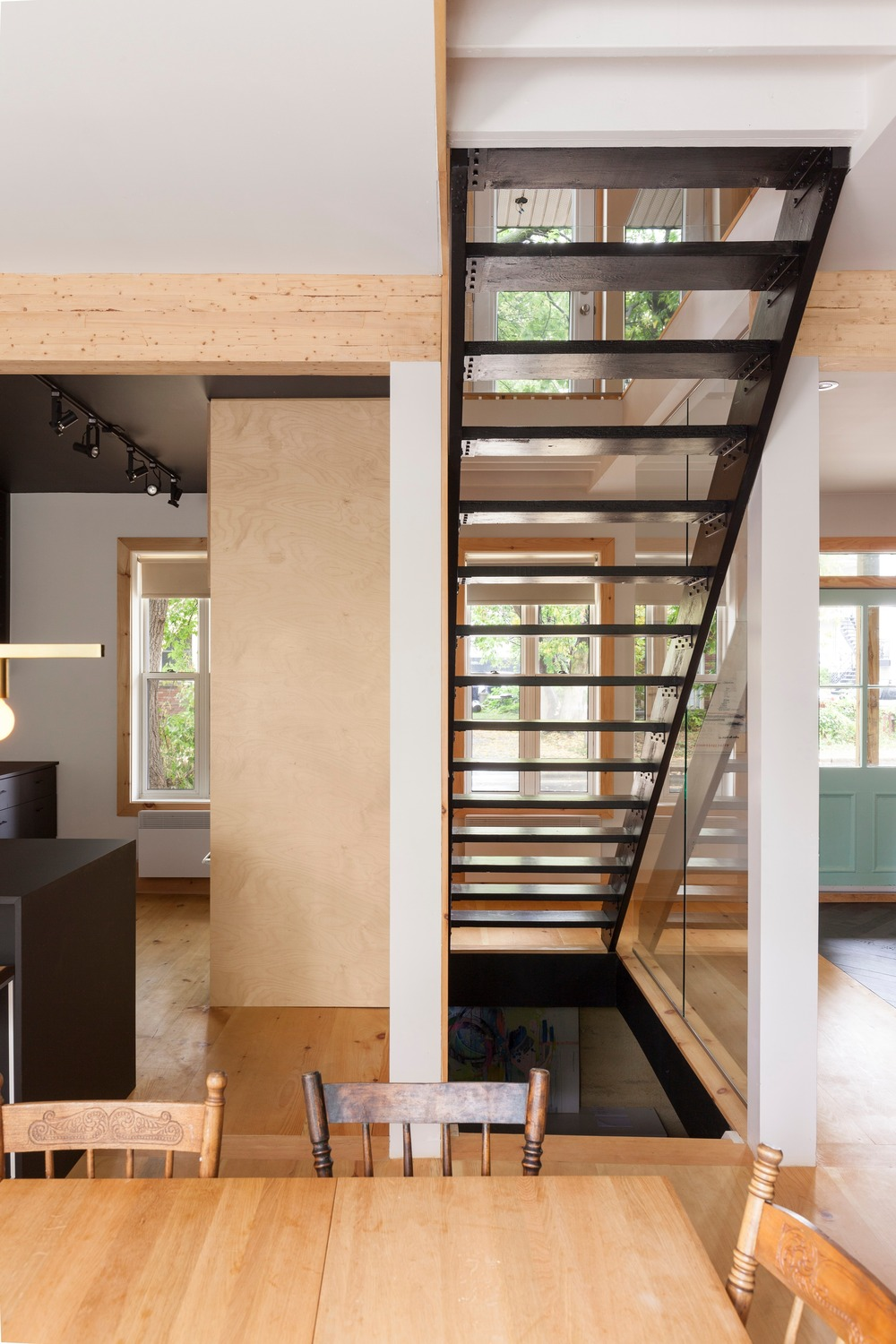 The staircase was moved to be at the heart of the home | © Maxime Brouillet