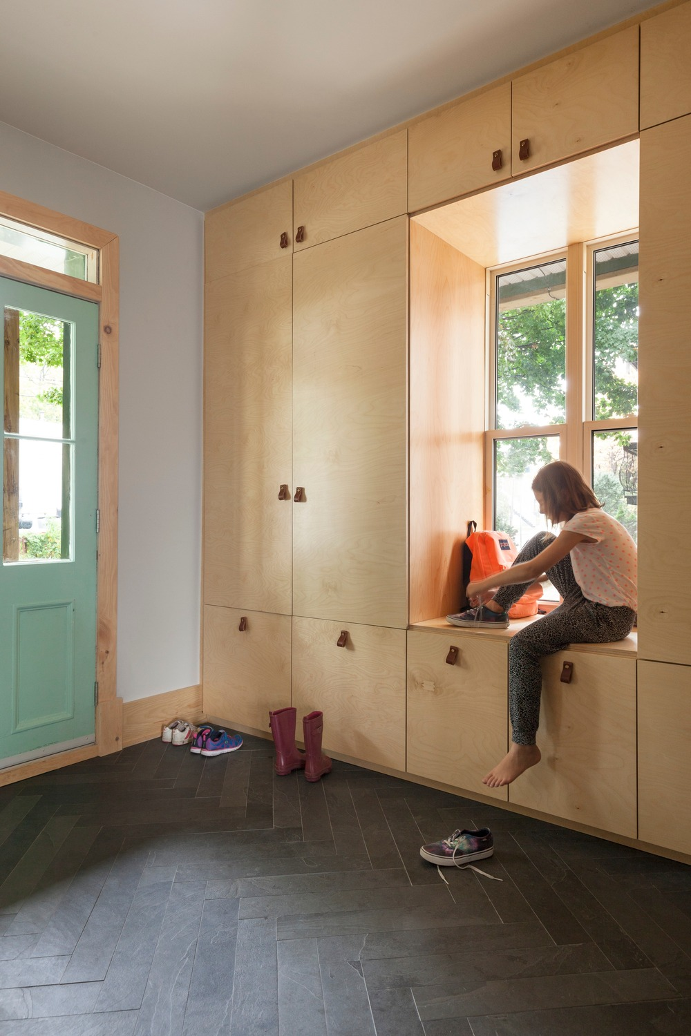 Clever storage hides clutter by the entrance | © Maxime Brouillet