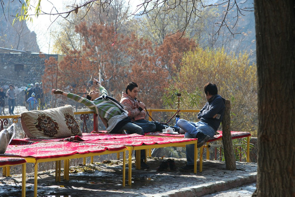 Iranians relax in Darband on the weekend   © Ninara / Flickr