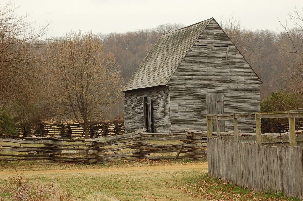 Tobacco barn at Piscataway Park | © Ketzirah Lesser and Art Drauglis / Flickr