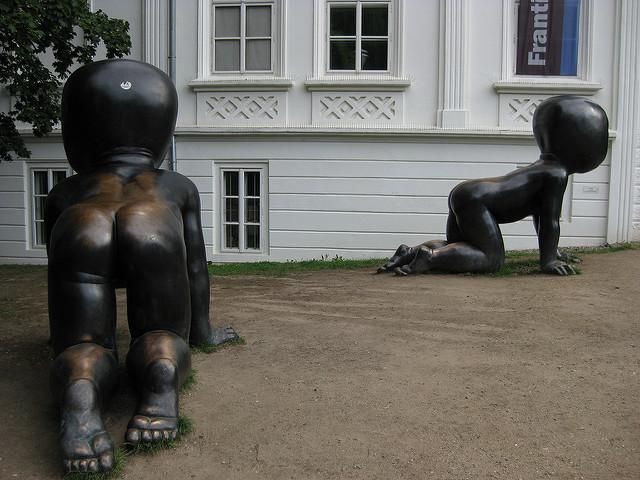 David Cerny's babies near the Kampa Museum / ©Achim Hepp / Flickr