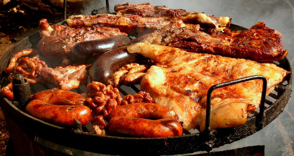 A famous Argentine barbecue with an array of meat cuts | © Pablo Gonzales/Flickr