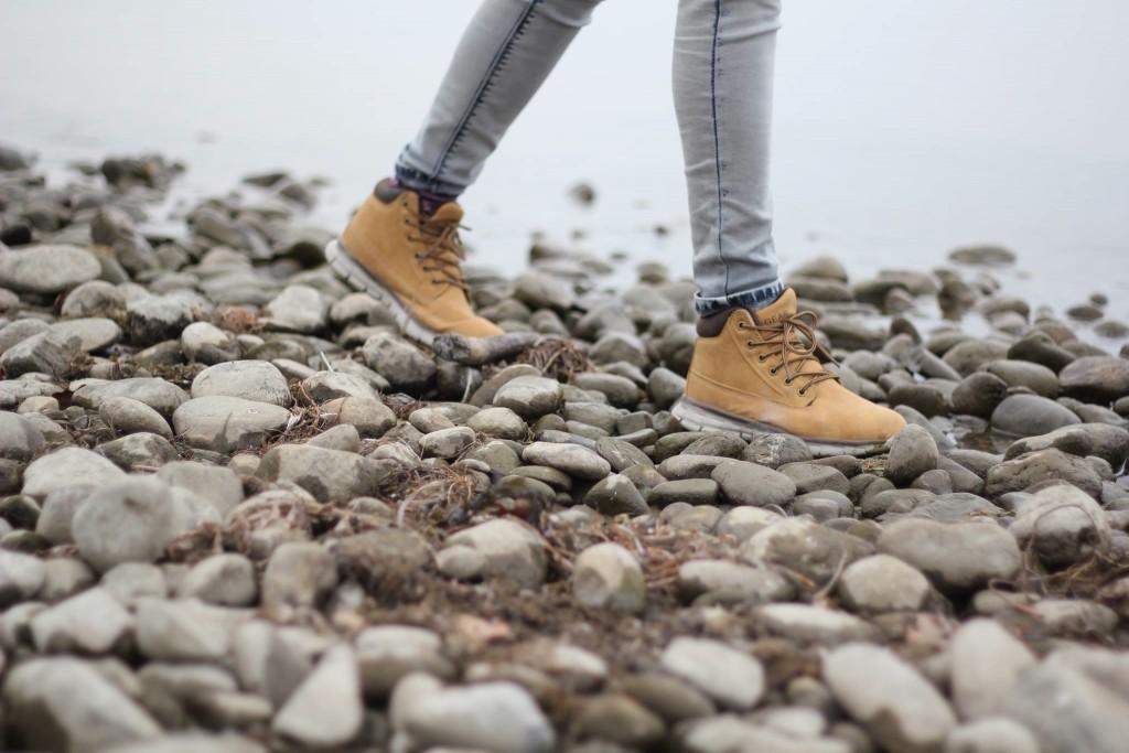 Hiking boots   © Tamara Menzi/Unsplash