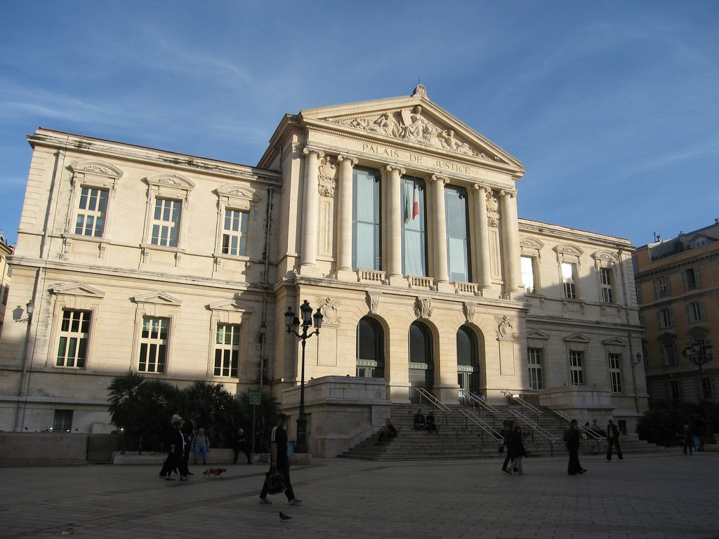 The Place du Palais de Justice is the ideal place to watch the crowds and take it all in   © adrigu/flickr