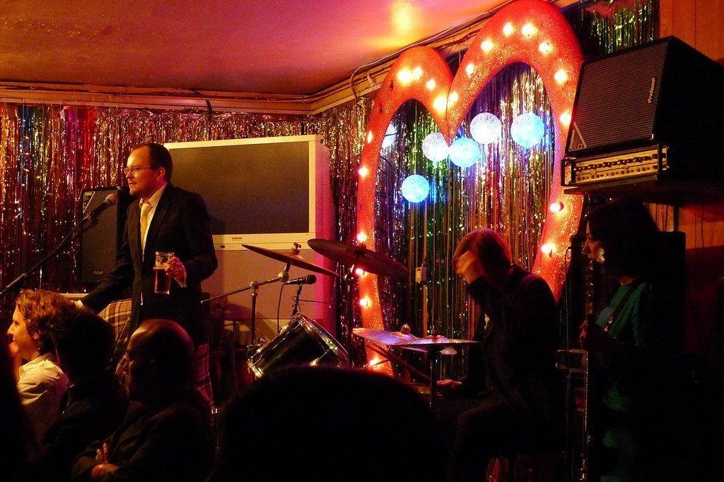Karaoke love | © Ewan Munro