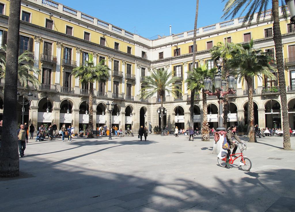 Plaça Reial, home to the Quatre Gats | © Emily Allen