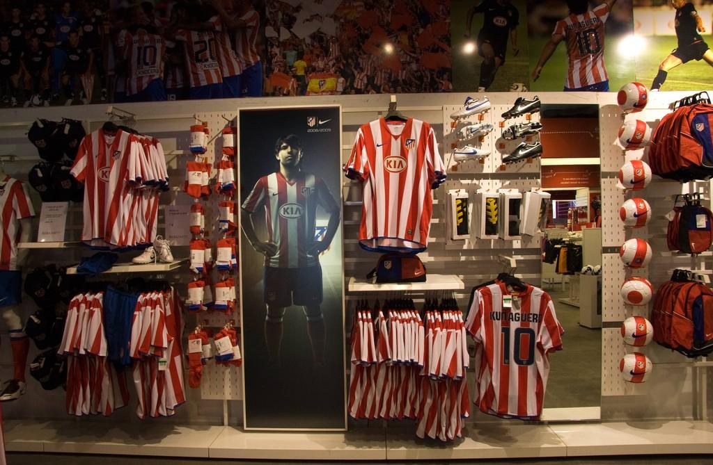 The official Atlético Madrid shop   © El Coleccionista de Instantes/Flickr
