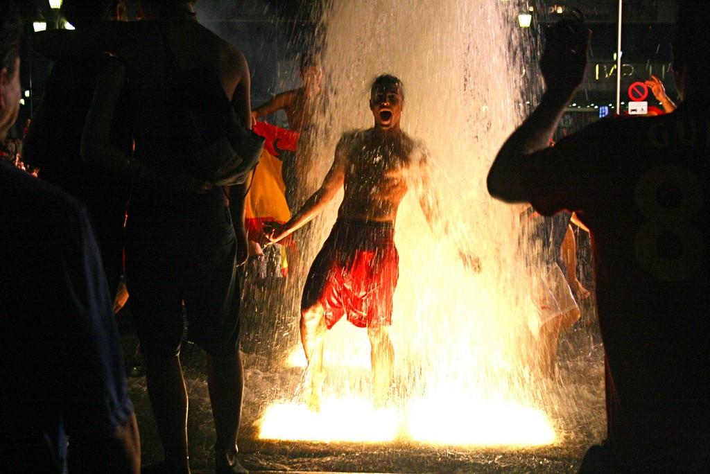 Placa Espanya: a fountain celebration when Spain won the World Cup   © kosmoseleevike/Flickr